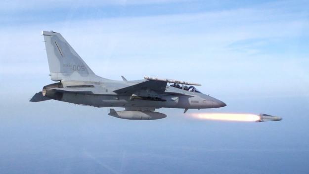 AIR_FA-50_Fires_AGM-65G_ROKAF_lg