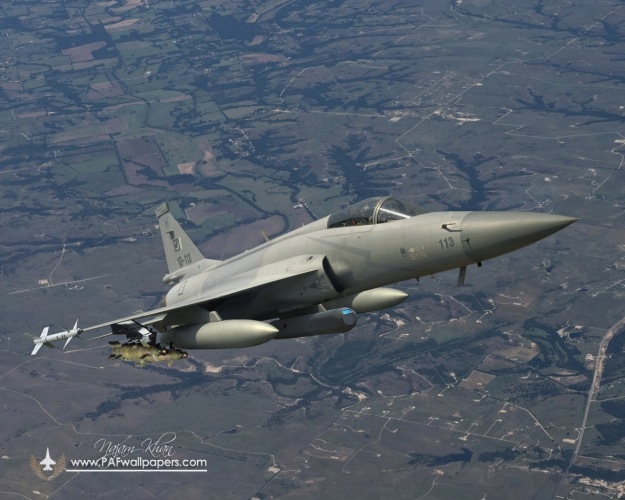 jf-17_thunder_wmd_7_electro_optic_targeting_pod_loaded