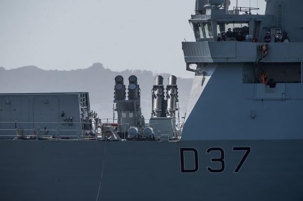 HMS DUNCAN (D37) También equipado con misiles Harpoon