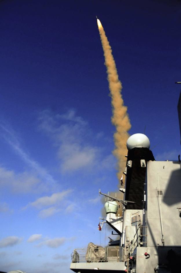 ORD_Aster-30_HMS_Daring_2011-04-18_MBDA_lg