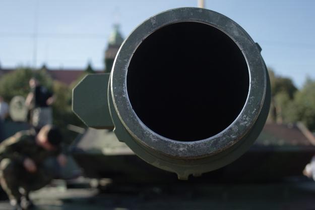 Rheinmetall_120mm-Kanone_eines_Leopard_2