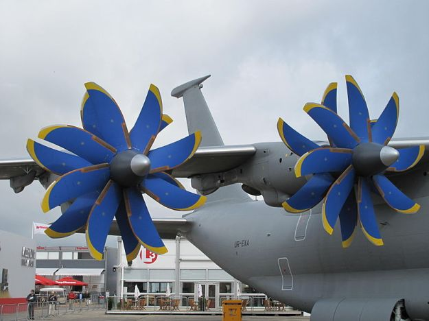 800px-Antonov_AN-70_at_Paris_Air_Show_2013_5