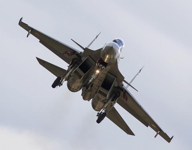 Sukhoi-Su-30-MKI-001[4].jpg