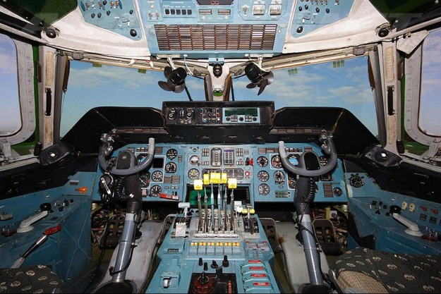an-225_Cockpit1-1.jpg