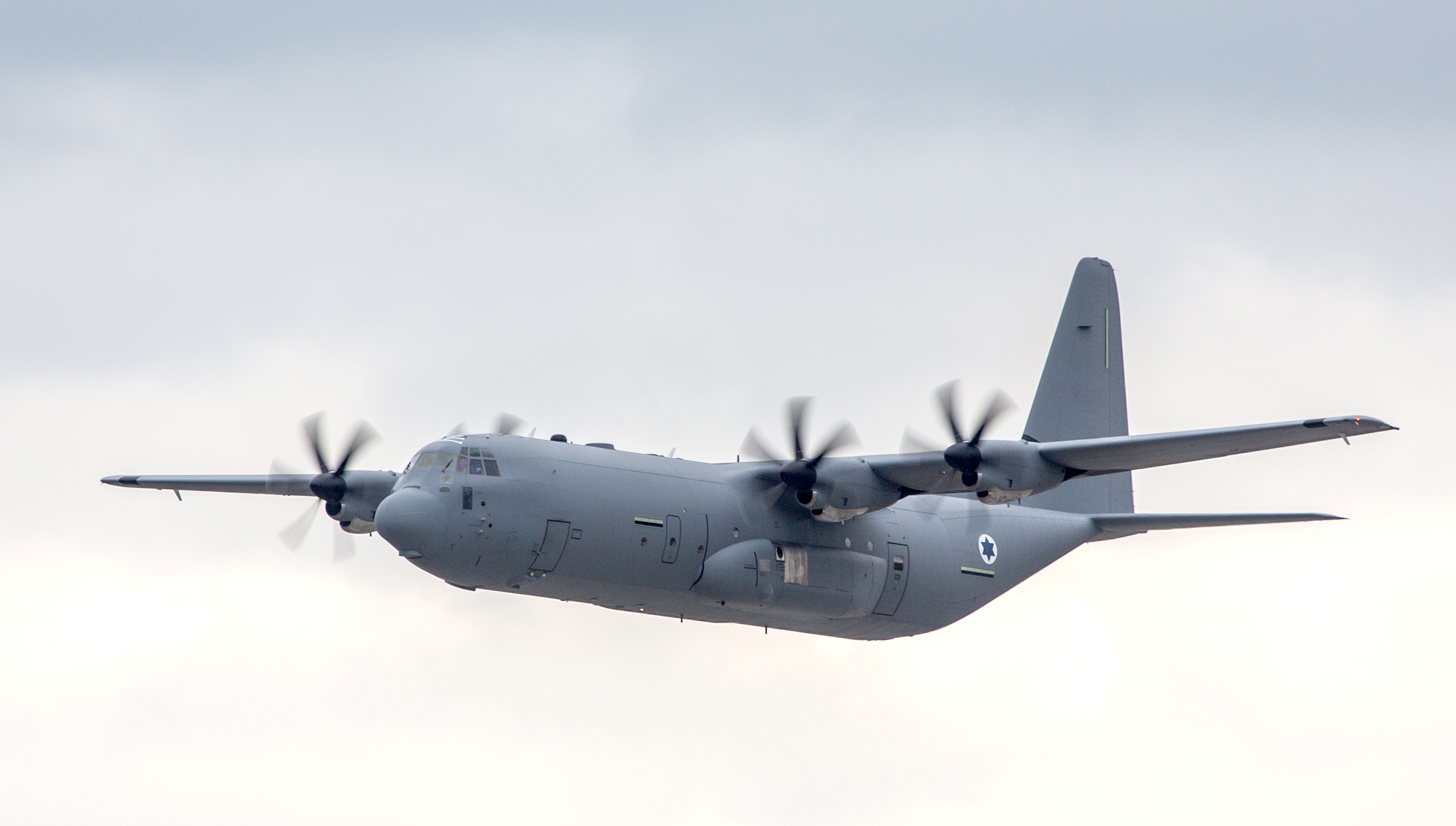 c 130 Oxley group are manufacturers and specialists of lighting applications and systems of an lockheed c-130 hercules military transport aircraft our lighting for the c-130 include the led taxi light, led landing light, led navigation lights, led mini floodlight, ir formation lights and emc filters.