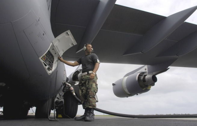 mil_fueling_a_c-17_lg