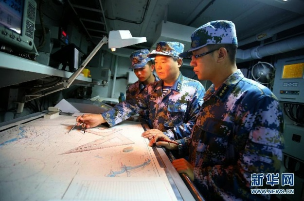 sailors-on-chinese-navy-ship-054a-sword-xuzhou-nanhai-practicing-antisubmarine-routines-7