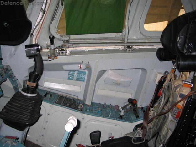tu-160_cockpit_3