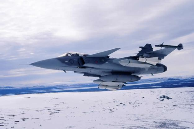 air_jas-39_gripen_in_winter_lg