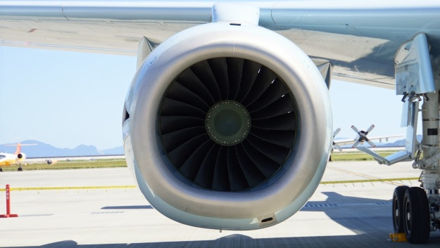 p-15506_f7-10_engine_front_in_iwakuni_air_base_20140914-wiki
