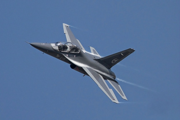 pla-hongdu-l-15-falcon-supersonic-training-and-light-attack-aircraft
