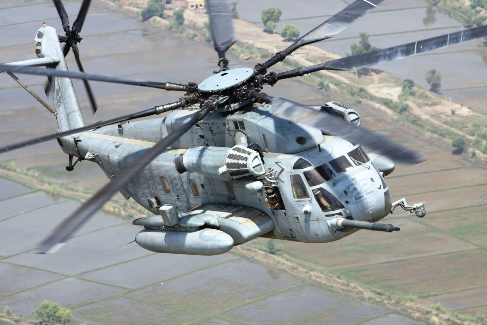 فيلق المارينز الامريكي يستلم اول مروحيه Sikorsky CH-53K 6e525c7b1110c85dd613c0459d1a4e3f