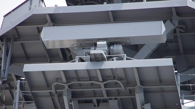 800px-OPS-28F_radar_on_board_mast_of_JS_Kaga(DDH-184)_at_Port_of_Kanazawa_July_15,_2017